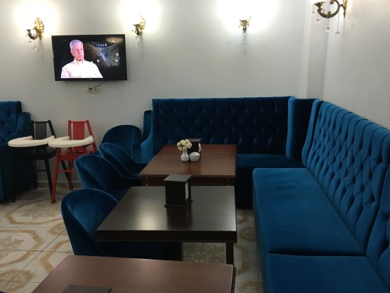 Basileus Otel: Breakfast room. A nice touch was the Nat Geo Channel playing with programs about Turkey.