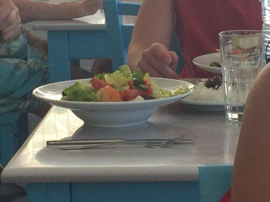 Κυρά Παναγιά, Ελλάδα: Birra Atlas frutta con yogurt greco  patate