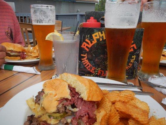 Geneva on the Lake, โอไฮโอ: Irish Reuben, Hand sliced corn beef & cabbage and Sweetwater beer