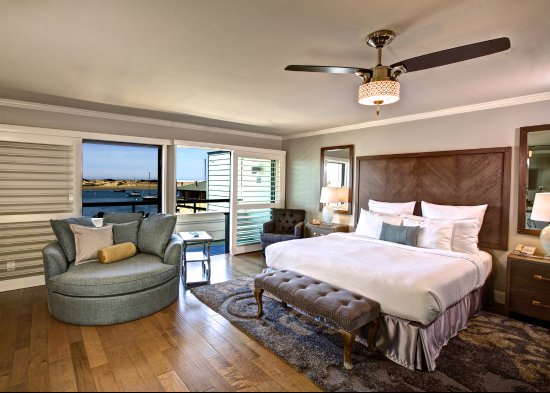 456 Embarcadero Inn & Suites: Luxury King - Mini Suite with Full View of Bay