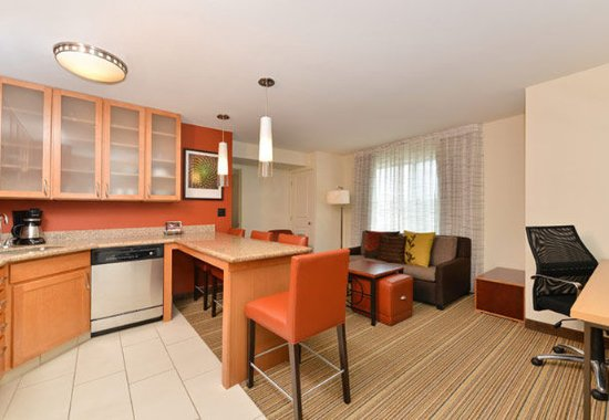 Coralville, IA: Two-Bedroom Suite – Kitchen & Living Room