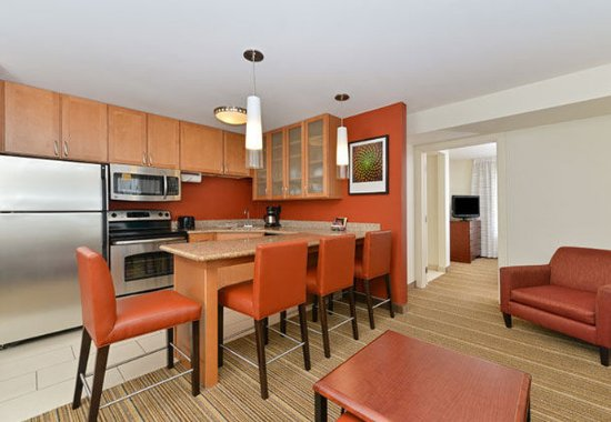 Coralville, IA: Two-Bedroom Suite - Kitchen