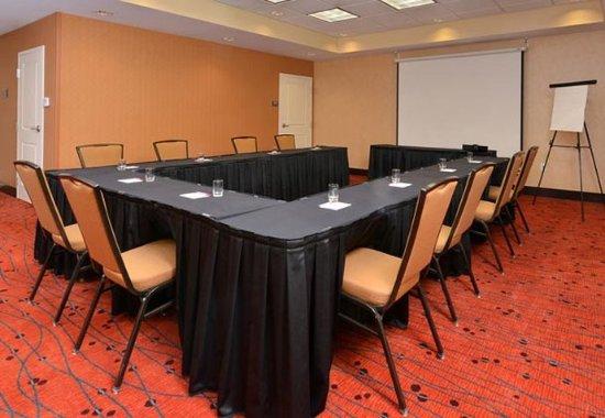 Coralville, IA: Hawkeye Room – U-Shape Setup
