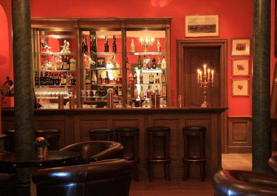 Chateau Bela: Cigar Polo Bar