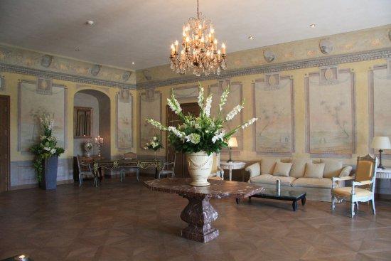 Chateau Bela: Fresco Hall - Lobby