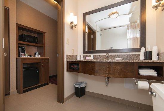 Preston, CT: Guest Room Bathroom