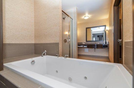 Preston, CT: Guest Room Whirlpool Tub