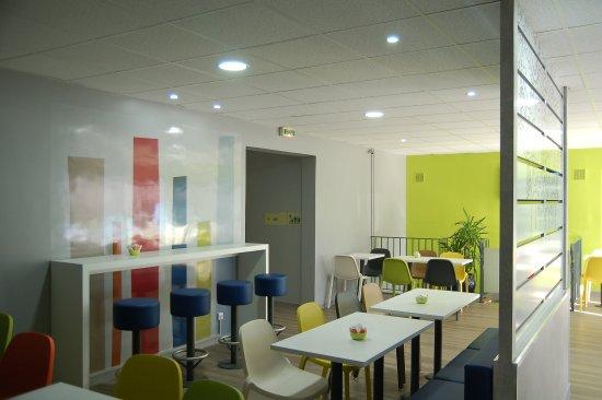Chambourcy, France: Salle petit-déjeuner