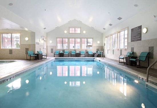 Woodbridge, NJ: Indoor Pool