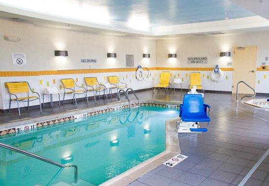 Hutchinson, KS: Indoor Pool & Spa
