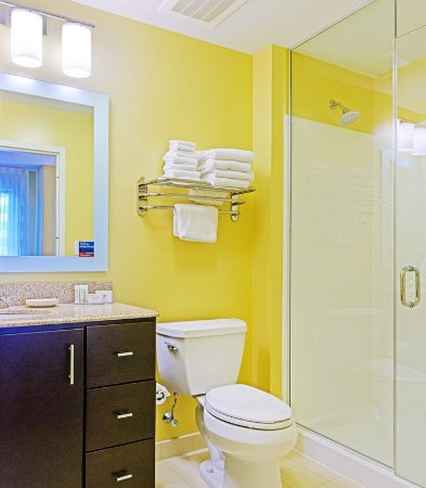 Frederick, MD: Suite Bathroom
