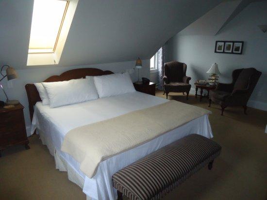 Spinnaker Inn: King Bed