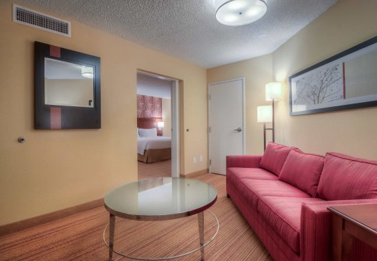 Killeen, TX: King Suite - Living Area