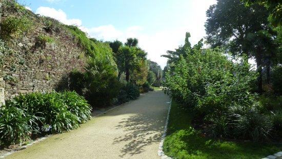 Le jardin de la retraite picture of le jardin de la for Jardin quimper