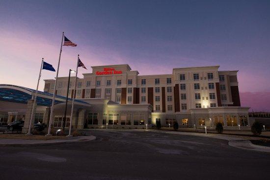 Hilton Garden Inn Dayton South-Austin Landing: Exterior at Dusk