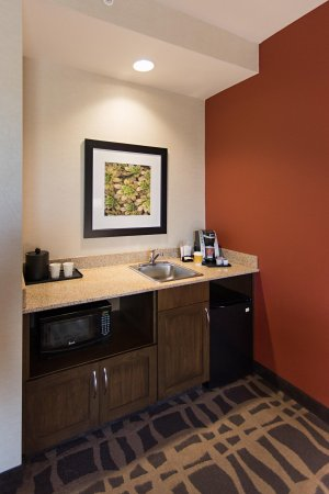 Miamisburg, OH: Hospitality Suite Wet Bar