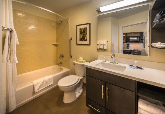 Winnemucca, NV: Guest Bathroom