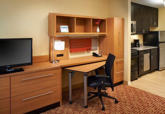 Saginaw, MI: Suite Work Desk