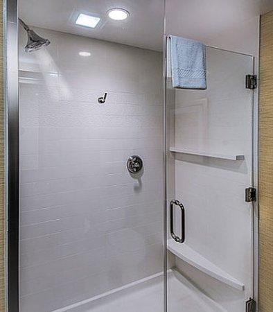 DuBois, Pensilvania: King Suite Bathroom - Shower