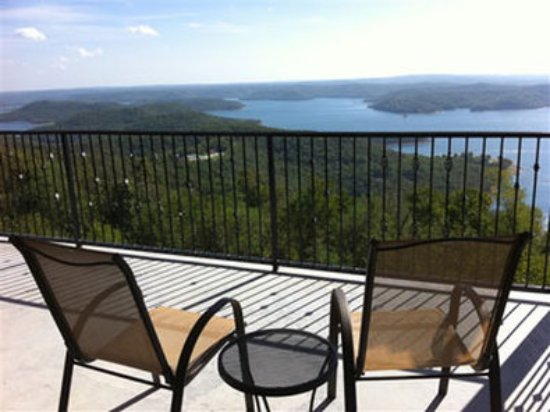 Whitney Mountain Lodge : The four private balcony suites have this east facing (sunrise/moonrise) view of Beaver Lake.