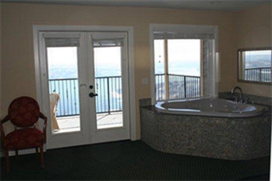 Garfield, AR: Whitney Mountain Lodge Hot Tub