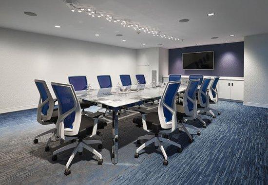 Leduc, Canada : Meeting Room – Boardroom Setup