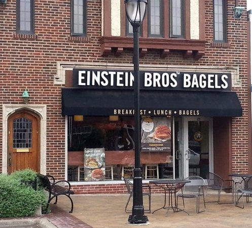 Park Ridge, Ιλινόις: Front & outdoor seating for Einstein Bros Bagels