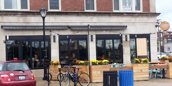 Park Ridge, Ιλινόις: Entrance & outdoor seating for Holt's