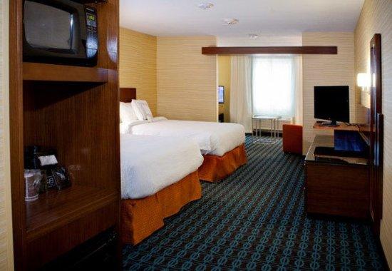Wentzville, MO: Queen/Queen Suite