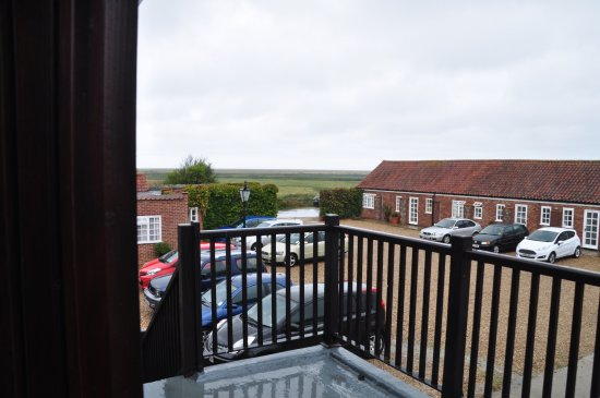 Blakeney Manor Hotel: Taken from room 41 balcony. View towards marshes and sea.
