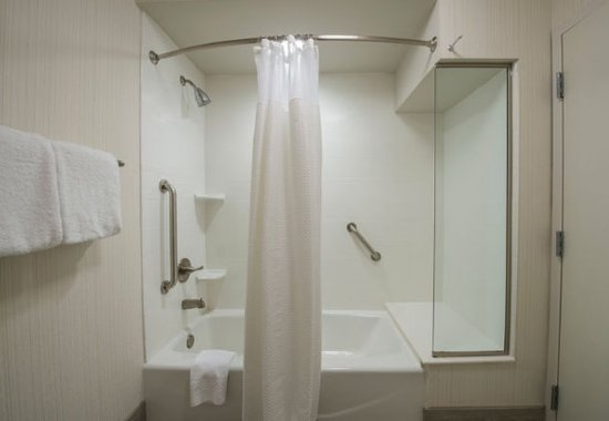 Columbus, MS: Guest Bathroom – Shower