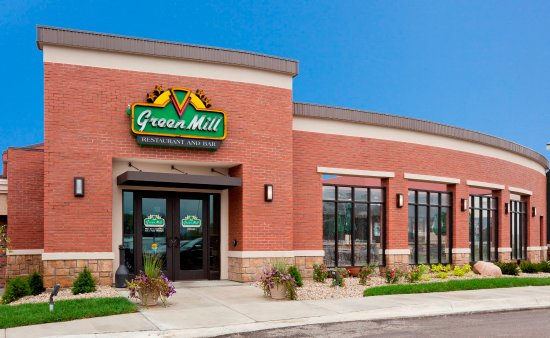 Willmar, MN: Green Mill is attached to the hotel, dine in or order room service