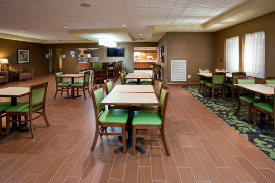 Willmar, MN: Free hot breakfast is served everyday at the Holiday Inn Express