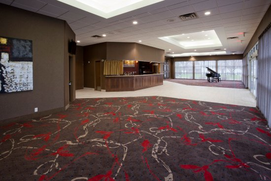 The adjacent Willmar Conference Center has 10,000 sq feet of space