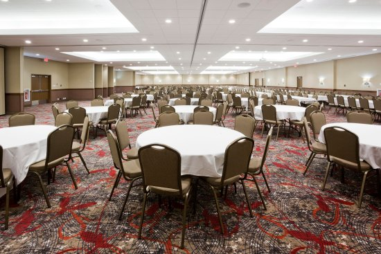 Willmar Conference Center Ballroom can hold conventions up to 1000
