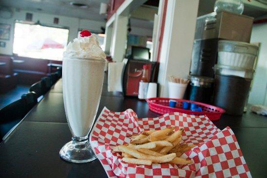 Grass Valley, Καλιφόρνια: Fresh fries and a classic shake