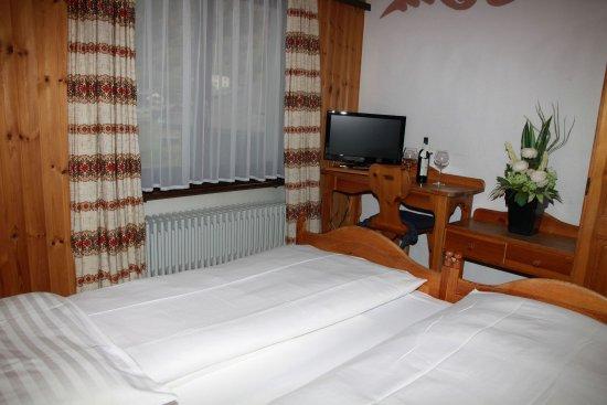 Täsch, Suiza: Double Standard