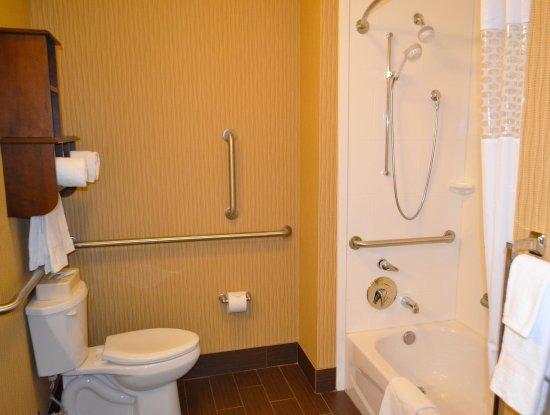 Everett, WA: Accessible Tub