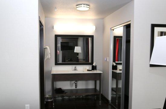 Pearsall, TX: Studio Suite Vanity