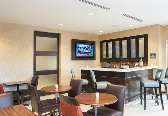 Bloomington, IL : Lobby Bar