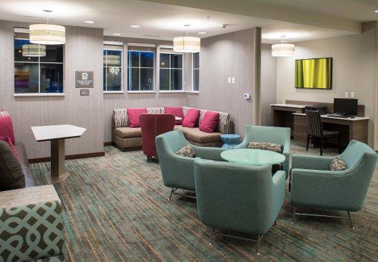 Clifton Park, Nova York: Business Center