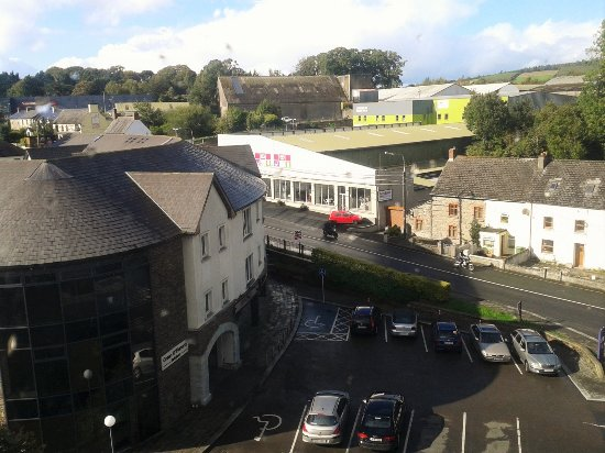 Bunclody, Irlanda: View of Main Carlow Road from the hotel (2nd Floor)