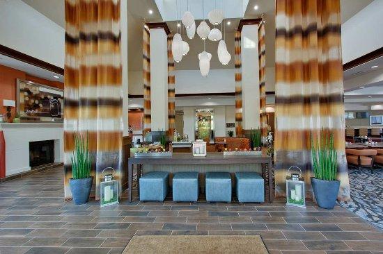 Benton Harbor, MI: Lobby Entrance