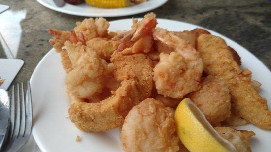Dewey Destin Harborside: Fried shrimp, scallops, and fish (First Mate's Platter)