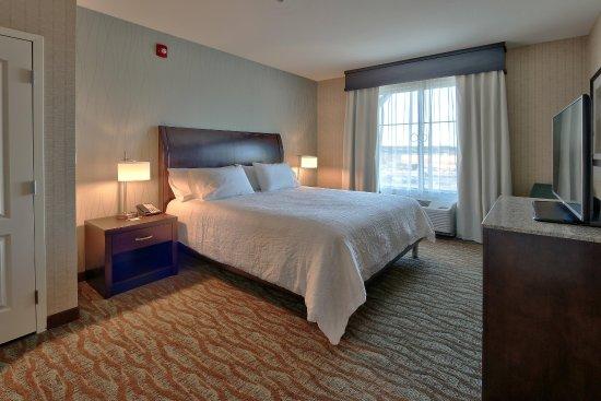 Gallup, Nuevo Mexico: King Suite Bedroom