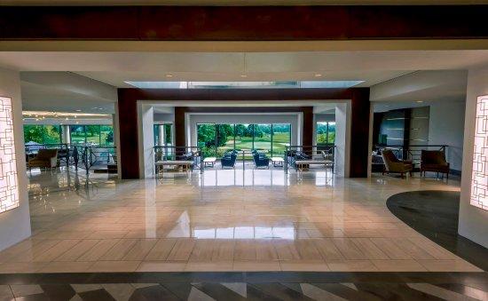 Oak Brook, IL: Lobby Golf View