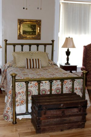 Saint James Hotel & Restaurant: Guest room on display