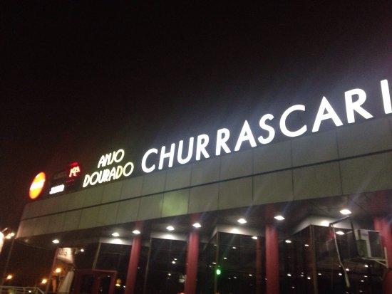 Sao Jose Dos Pinhais, PR: Fachada noturna