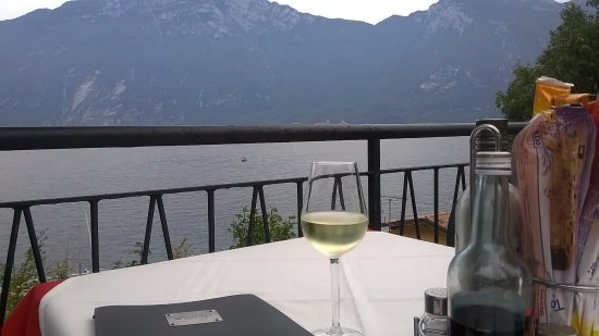 Ristorante Alla Noce: Prosecco at 11:00 am awaiting the noon opening - heaven