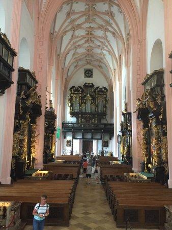 Mondsee, Austria: Órgão e entrada ao fundo